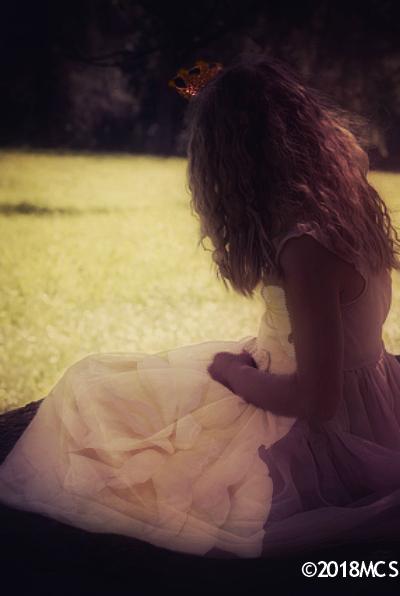 White Queen Esrelda - The Little Girl Inside legal c